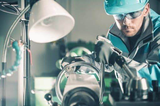 Pracownik produkcji przemysłowej praca zagranicą