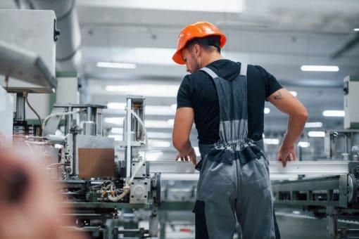 Pracownik produkcji okien praca zagranicą